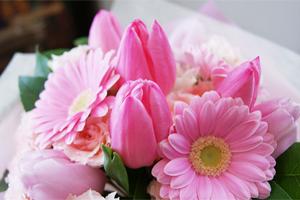 ホワイトデー バレンタインデーお返し 花瓶のいらない花束 デコールブーケ 送料無料 ネット通販花屋花樹有(かじゅある )